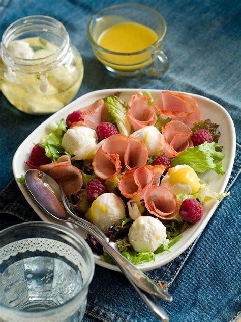 Svaigie salāti ar vītinātu gaļu un Sniega bumbām ...