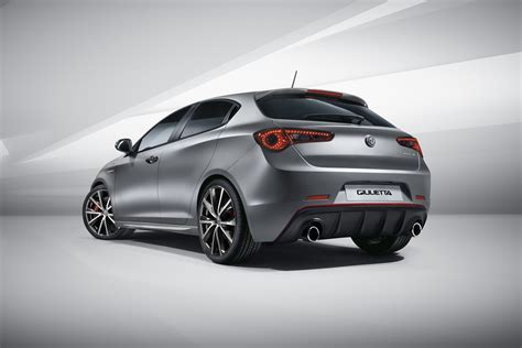 Facelifted Alfa Romeo Giulietta Debuts With Modest Updates