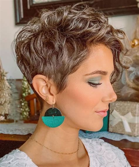 More women—celebrities included—are embracing their natural texture instead of fighting it. 15 New Curly Pixie Cuts in Summer 2020 - 2021