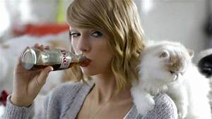 A Year in the Life of Taylor Swift's Cats | Entertainment ...