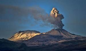 Peru volcano: Sabancaya volcano ERUPTS putting Arequipa on ...