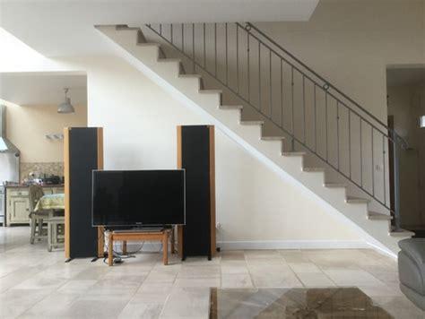 meuble de rangement pour bureau aménagemer un écran tv sous l 39 escalier