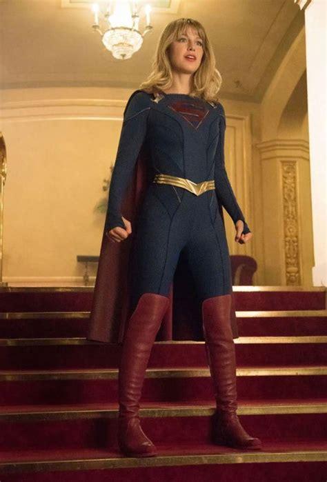 supergirl perd sa jupette sur les  de la saison