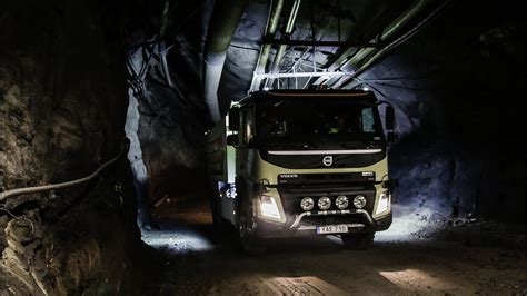 volvo trucks  worlds   driving truck