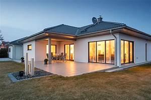 Bungalow 200 Qm : hausliste avec haus im bungalowstil et csm luxhaus energiesparhaus musterhaus schluesselfertig ~ Markanthonyermac.com Haus und Dekorationen