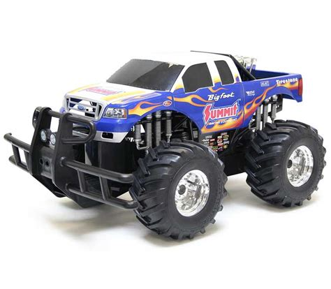 toy monster trucks racing amazon com new bright r c monster extreme big foot summit
