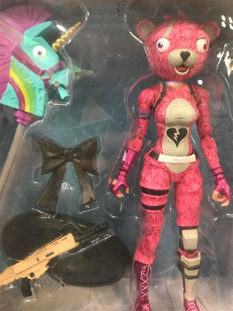 mcfarlane toys reveals fortnite action figure previews world