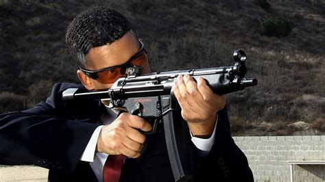 Sometimes i'm able to fly back home to st louis, where my dad owns some land just outside of town. Obama Shooting a MP5 - YouTube