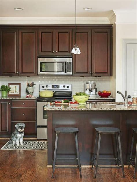 what color kitchen table with white cabinets أحلي تصميمات مطابخ خشب صغيرة 2015 بيتى مملكتى 9837