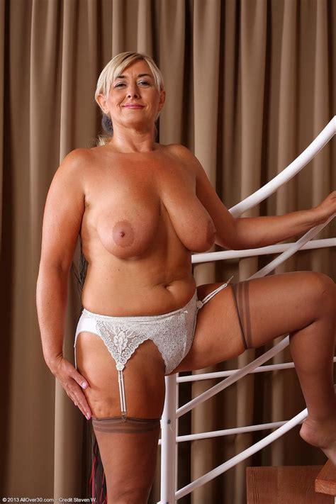Hot Horny Mature Shows Nice Natural Tits Pichunter