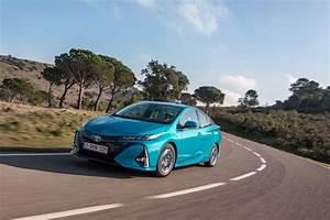 Prime Voiture Hybride 2017 : toyota prius hybride rechargeable prix commercialisation fiche technique performances ~ Maxctalentgroup.com Avis de Voitures