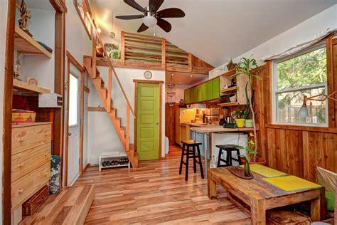 une chaleureuse mini maison entierement renovee  val