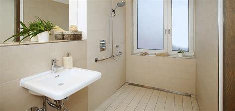 barrierefreies bad maße badezimmer ohne barrieren behinderten altersgerecht
