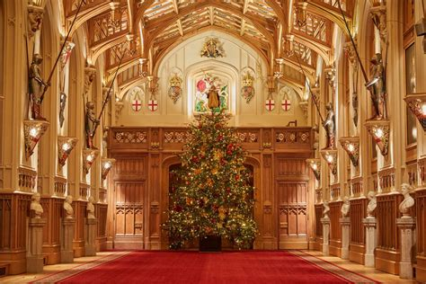 queen puts   christmas tree royal central