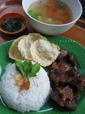 Sop buntut merupakan salah satu hidangan yang menjadi favorit banyak orang. Sop Buntut Goreng | Makanan