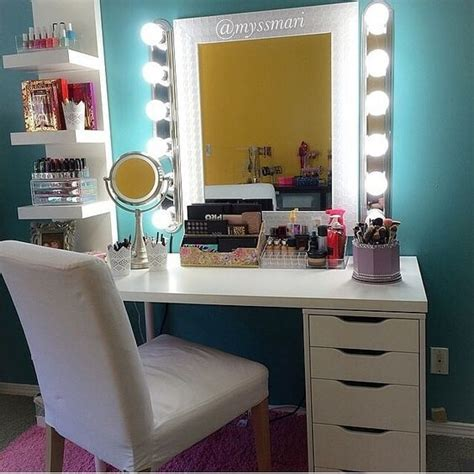 White Vanity Makeup Station by 25 Best Ideas About Make Up Stations On
