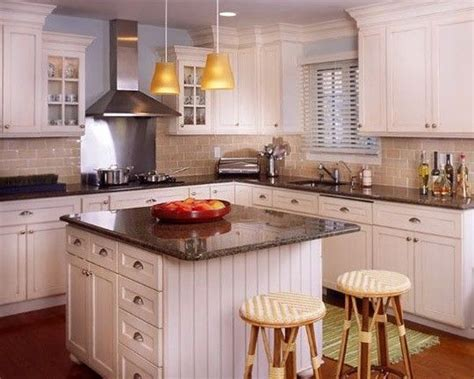 white cabinets with beige countertop this colour scheme white cabinets beige backsplash