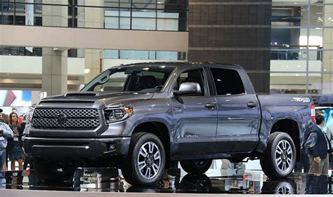 2022 toyota tundra redesign hybrid release date