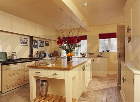 Image: Island unit with wood worktop in modern cream
