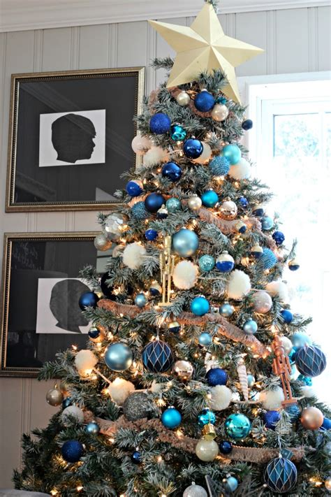 decorations  blue  white christmas tree southern
