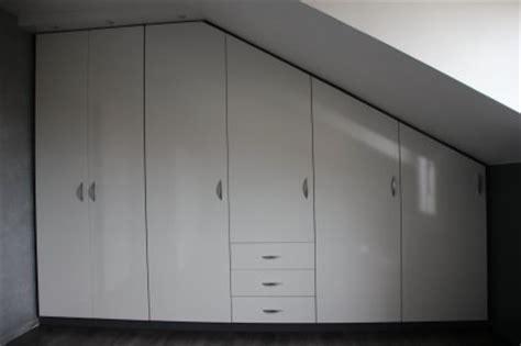 amenagement placard bureau placard sous pente chambre mansardé rangement sous pente