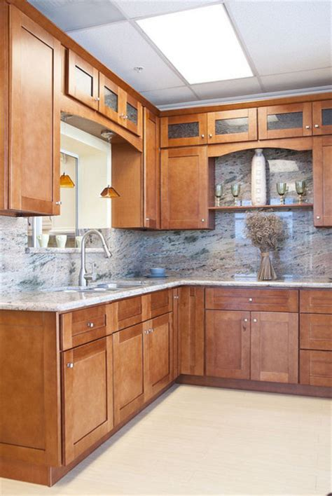 cinnamon colored kitchen cabinets cinnamon shaker kitchen cabinets home design traditional 5422