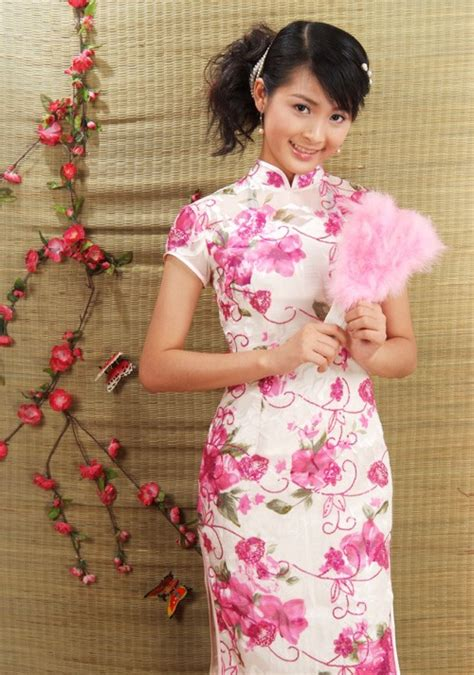 Chinese traditional dress for girls