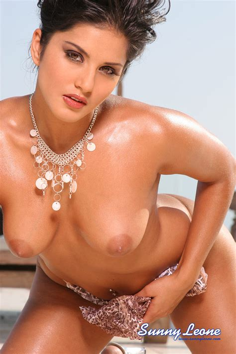 Hot Naked Babe Sunny Leone Dildoing In The Sun