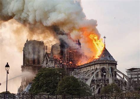 penyebab api cepat menjalar  gereja notre dame