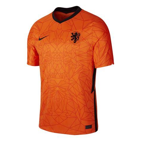 Als het nederlands elftal een wedstrijd op het ek of wk speelt, kleurt heel het land de weg naar het ek van 2020 begon voor het nederlands elftal al vroeg. Nike Nederland heren thuis shirt EK 2020 oranje/zwart ...