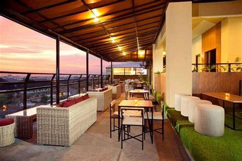 hotel  rooftop bar  jogja menikmati cantiknya