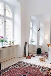 Schöne Teppiche Fürs Wohnzimmer : riesenspiegel vergr ert das zimmer optisch und w re f rs arbeitszimmer auch echt praktisch ~ Frokenaadalensverden.com Haus und Dekorationen