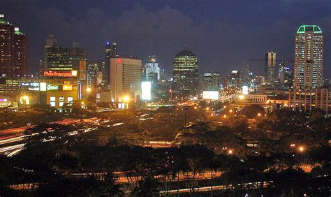 pemandangan kota jakarta  malam hari  serbi