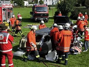 Feuerwehr Jobs Im Ausland : feuerwehr zerlegte zwei autos in die einzelteile ~ Kayakingforconservation.com Haus und Dekorationen