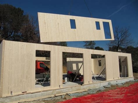 maison en panneaux de bois dessine moi une maison les panneaux en bois massif