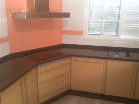 color de cocina  encimera va  pared  azulejos