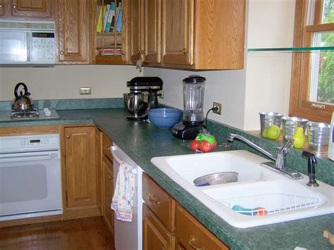 what wall color goes with green countertops