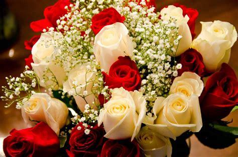 Torta di compleanno abbinata a fiori per compleanno direttamente a casa. Fiori compleanno - Regalare fiori - Quali fiori scegliere ...