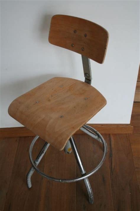chaise d atelier atelier chaise vintage table de lit