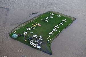 39Body Found39 In Cyclone Debbie Floods As Towns Go Under