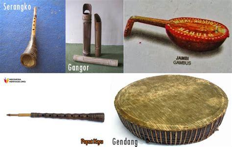 Alat musik tradisional yang masih termasuk dalam jenis musik perkusi ini terbuat dari kayu dengan selaput membran. 8 Alat Musik Tradisional Jambi, Nama, Gambar, dan Penjelasannya | Adat Tradisional