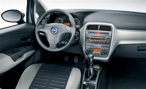 fiat grande punto interieur car and driver