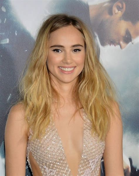 Suki Waterhouse on Burberry and Her (3!) Upcoming Movies - Flare