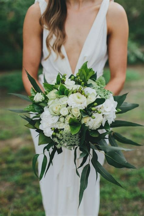 hawaiian wedding flowers best 25 tropical wedding bouquets ideas on tiger wedding tiger bouquet