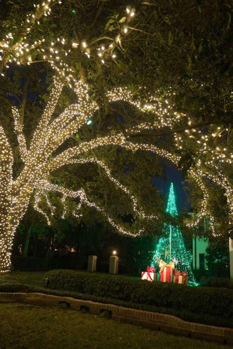 neighborhoods show their lights houston chronicle