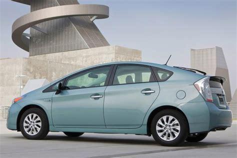 toyota prius plug  hybrid  car review autotrader