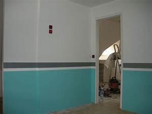 Comment Peindre Une Chambre En 2 Couleurs : peindre une chambre association de gris et couleur taupe ~ Zukunftsfamilie.com Idées de Décoration