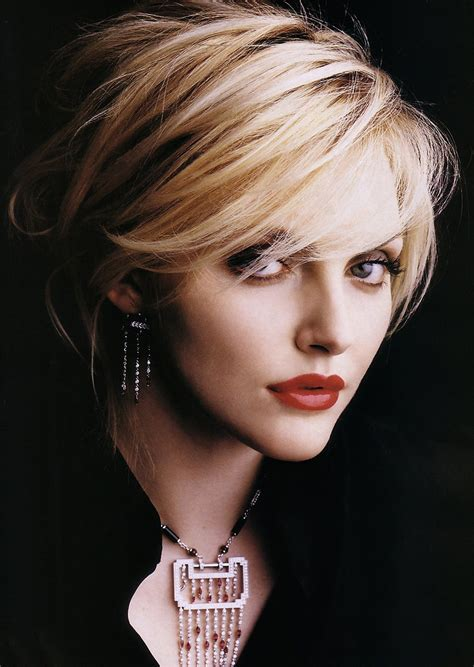 20 Layered Hairstyles For Short Hair  Sophie Dahl, Short