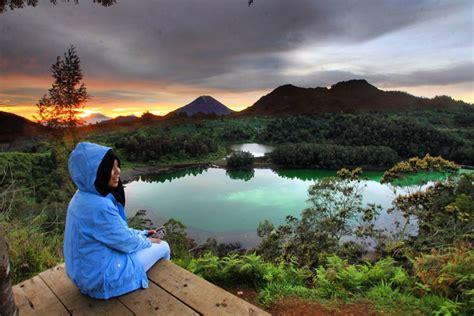 menikmati keindahan dataran tinggi dieng  wana wisata