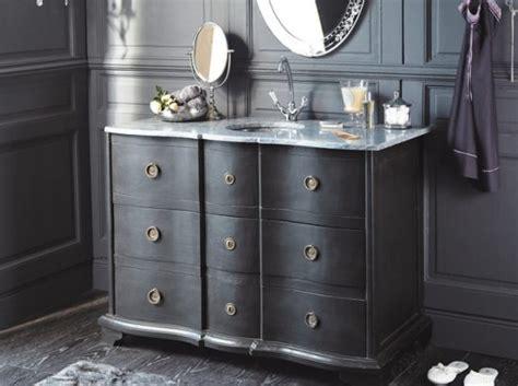 tendance  meuble ancien dans la salle de bains le journal de la maison